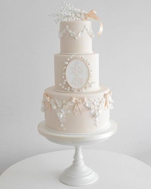 Gâteaux de baptême élégants pour les filles